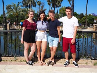 Elisa, Gizeh, Tim und Daniel - 4 Reisebüroazubis reden Klartext